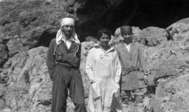 Dorothy Garrod (right) outside Shukba Cave in Palestine, 1928. (Copyright Pitt Rivers Museum, University of Oxford. Accession Number: 1998.294.161)